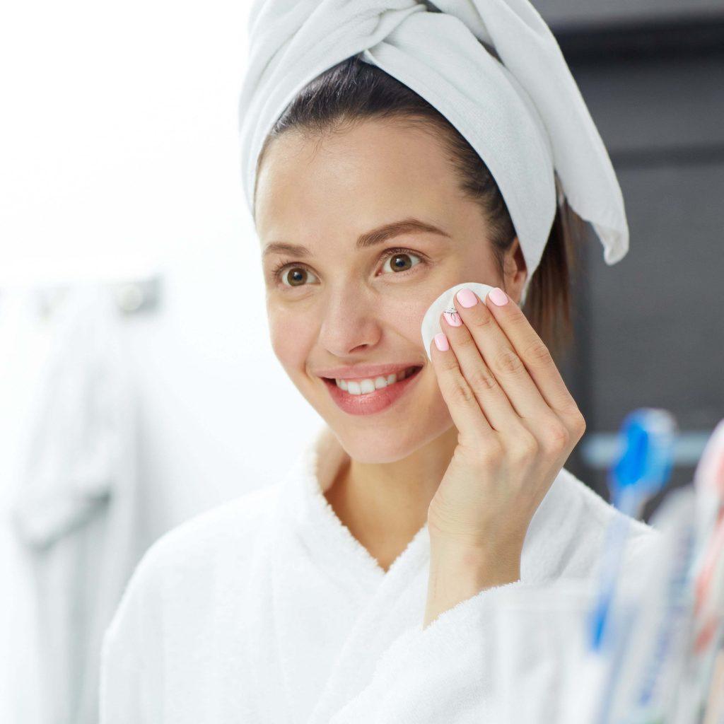 Agua micelar: la mejor aliada en tu cuidado facial