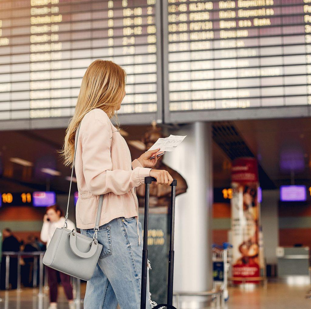 5 consejos para cuidar la piel antes de subir a un avión