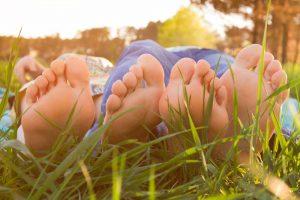 Cómo tratar los hongos en las uñas de los pies