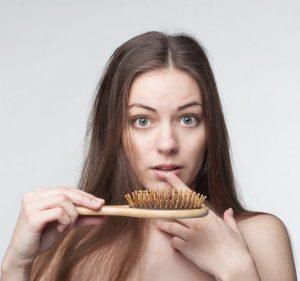 Caída del pelo: Causas, consejos y tratamiento para evitarla