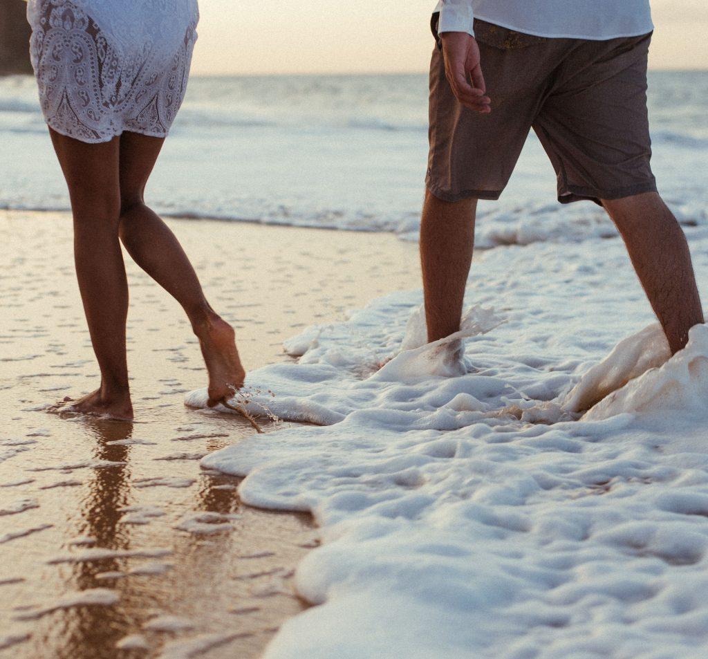 Los beneficios de pasear por la orilla de la playa
